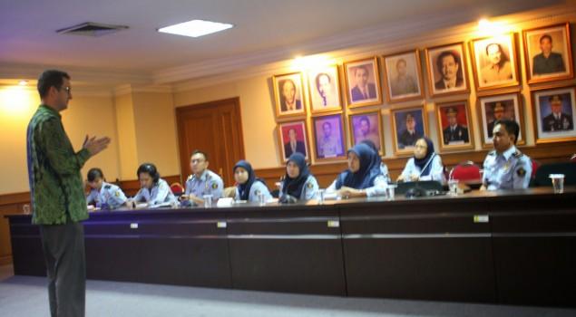 INDONESIAN CORRECTIONS ENGLISH CLUB (ICEC) MENDAPAT KUNJUNGAN DARI INTERNATIONAL COMMITTE OF THE RED CROSS (ICRC)