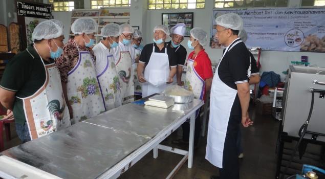 55 WBP Sukamiskin Dilatih Membuat Roti dan Wirausaha