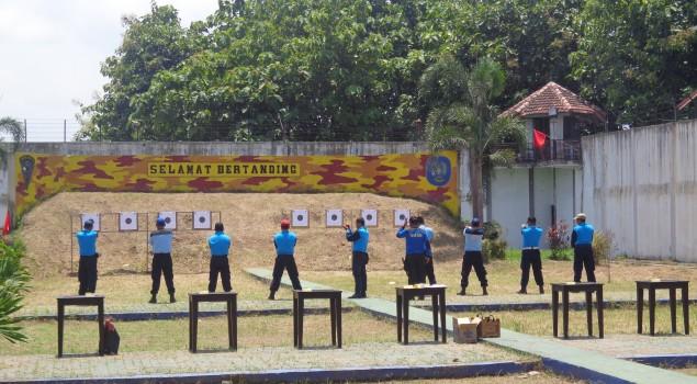 Petugas Rutan Surabaya Ikuti Latihan Gabungan Menembak