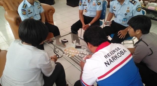 Lapas Narkotika Sungguminasa Serahkan Barang Bukti Narkoba ke Polres Gowa