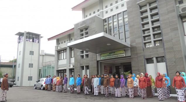 Peringati Hadeging Nagari Dalem, Pegawai Lapas Narkotika DIY Berbusana Jawa
