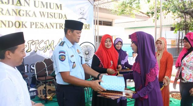 25 Santri Pondok Pesantren Rutan Surabaya Diwisuda