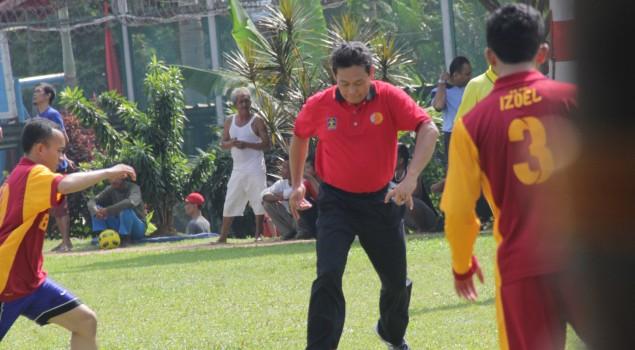 Baru Menjabat Sesditjen PAS, Endang Tanding Bola Di Lapas Cipinang