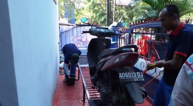 Kreativitas Warga Binaan Rutan Solo Cuci Motor dan Bikin Craft