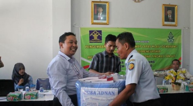 Chairman Supervisory Board Djarum Foundation Apresiasi Latihan Pijat Terapi