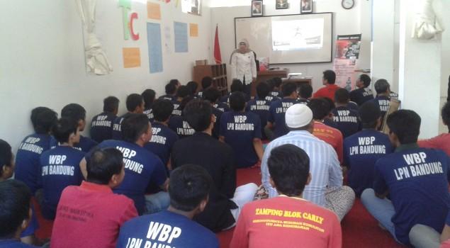 Pegawai dan WBP Lapas Narkotika Bandung Ikuti Seminar Motivasi
