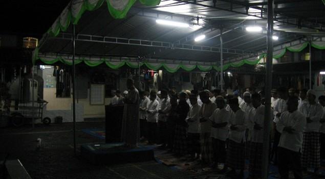 Tidak Bisa di Masjid, Tarawih di Tenda pun Tak Mengapa
