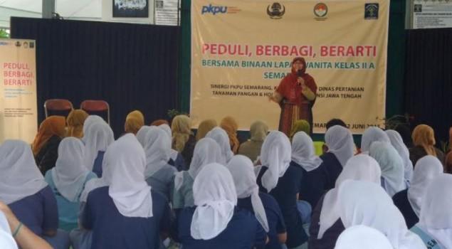 Warga Binaan LP Wanita Semarang Belajar Pakai Jilbab