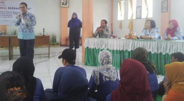 Warga Binaan Lapas Wanita Bandung Belajar Membuat Kue