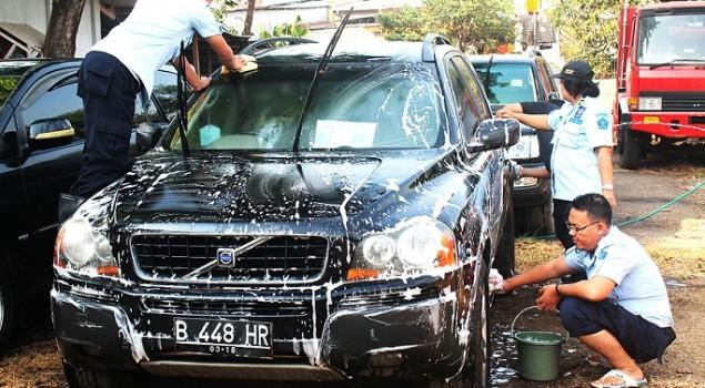 Staf Adpel Rupbasan Jakpus Bersih-Bersih Basan Baran