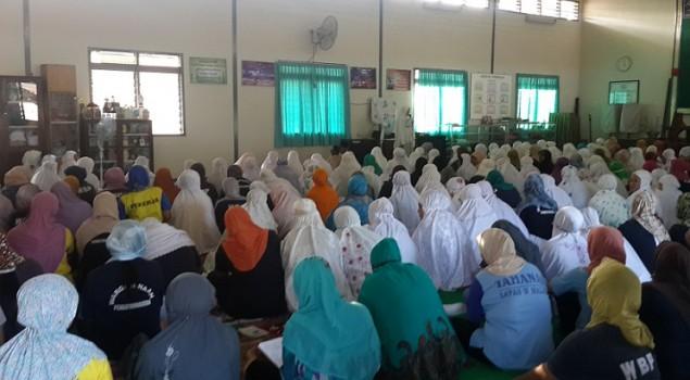 Buka Puasa Bersama, Lapas Wanita Malang Kedatangan Jamaah Shalat Center