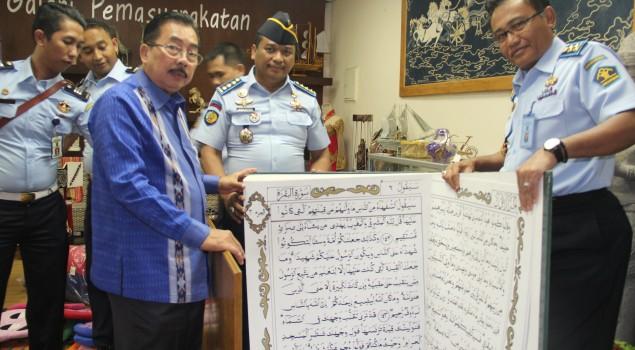 Ditjenpas Terima Alquran Raksasa Karya Warga Binaan untuk Masjid Istiqlal