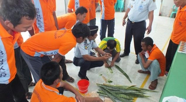 WBP Lapas Pekalongan Dilatih Keterampilan Serat Nanas & Pelepah Pisang