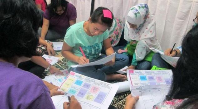 Warga Binaan Rutan Pondok Bambu Senang Diajarkan Membuat 'Batik Girl'