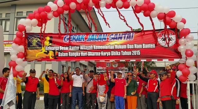 Bernuansa Merah, Kanwil Banten Gelar Jalan Santai