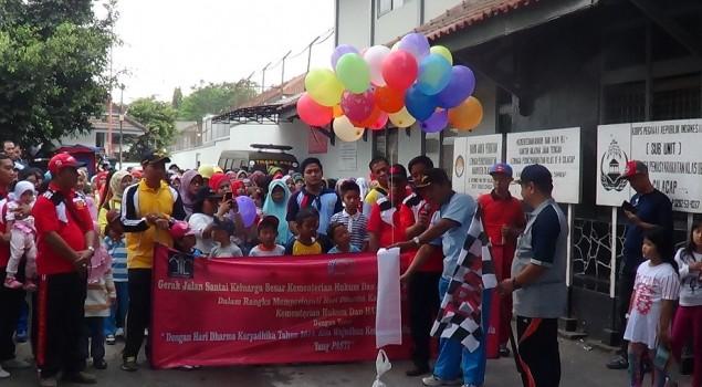 Keluarga Besar UPT se-Cilacap & NK Meriahkan Jalan Sehat
