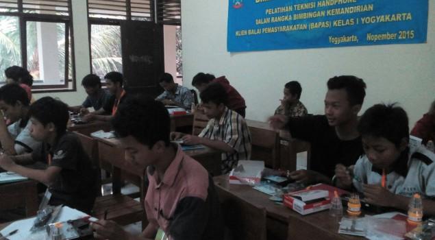 15 ABH Klien Bapas Yogyakarta Ikuti Pelatihan Teknisi Handphone