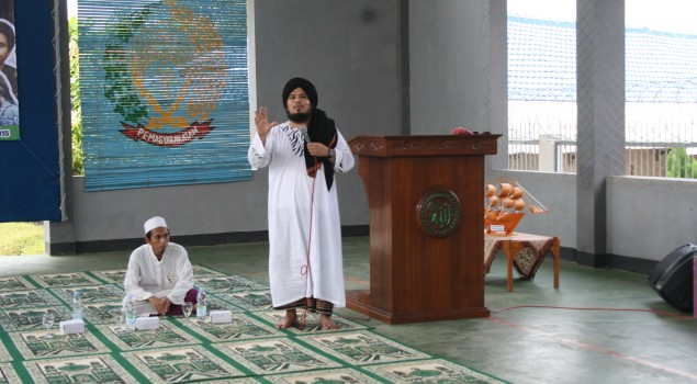 Sambangi Rutan Batang, Eks Gitaris Betrayer Ajak WBP Ngopi Bareng