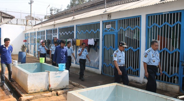 Dekatkan Diri dengan WBP, Kalapas Semarang Kontrol Blok Hunian