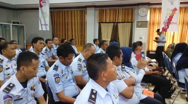 Lapas Narkotika Sungguminasa Ikutkan Dua Petugasnya pada Seminar Kehumasan