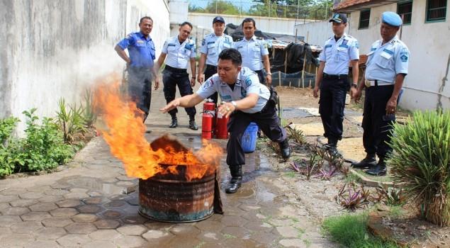 Petugas Rutan Pekalongan Dapat Bekal Pemadaman Kebakaran