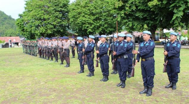 Petugas Pengamanan Lapas Serui Kompak Hadiri Upacara Bela Negara