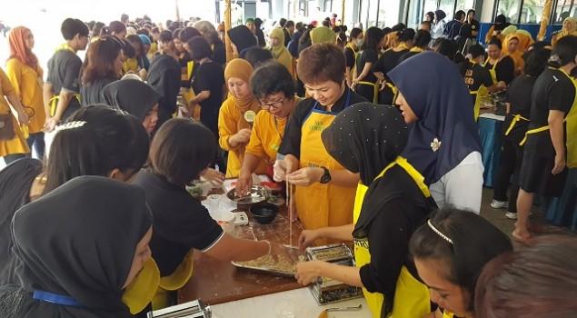 110 Warga Binaan Rutan Pondok Bambu Membuat Mie Ayam