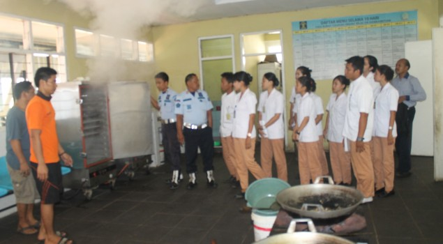 Mahasiswa Akper Lebak Ramai-Ramai Masuk Tahanan Rutan Rangkasbitung