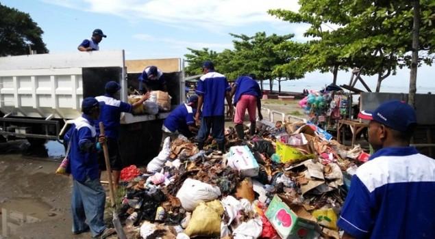 WBP Lapas Nabire Turun ke Jalan Bersihkan Sampah