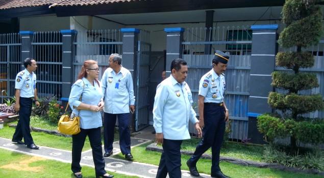 Kunjungi Lapas Tabanan, Kakanwil Bali Tinjau Lingkungan Lapas