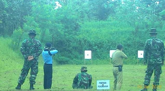 Regu Pengamanan Lapas Ciamis Latih Kemampuan Menembak
