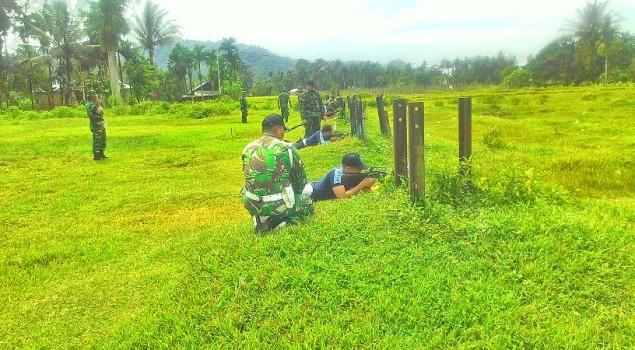 Petugas Lapas Pariaman Tingkatkan Keterampilan Menembak