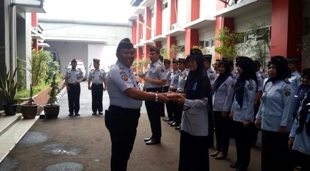 "Lapas Narkotika Jakarta Berikan Penghargaan ""Star of The Month"""