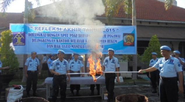 Satgas Kamtib & P4GN Lapas Madiun Musnahkan Ratusan Barang Terlarang