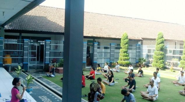 Senam Yoga Jaga Kebugaran & Kestabilan Emosi WBP Lapas Tabanan