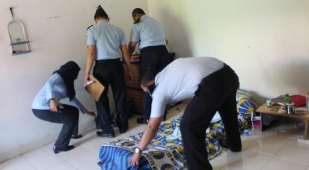 Petugas Lapas Terbuka Jakarta Sidak Blok Hunian WBP