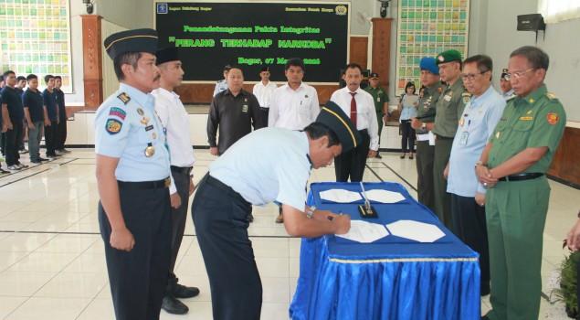"""Petugas dan WBP Lapas Bogor Tandatangani Pakta Integritas """"Perang Terhadap Narkoba"""""""