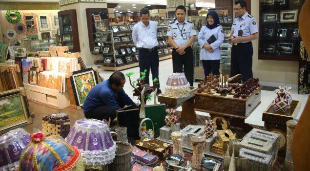 WOW.. Hasil Karya Narapidana Di Pamerkan Di Pusat Ibu Kota Jakarta