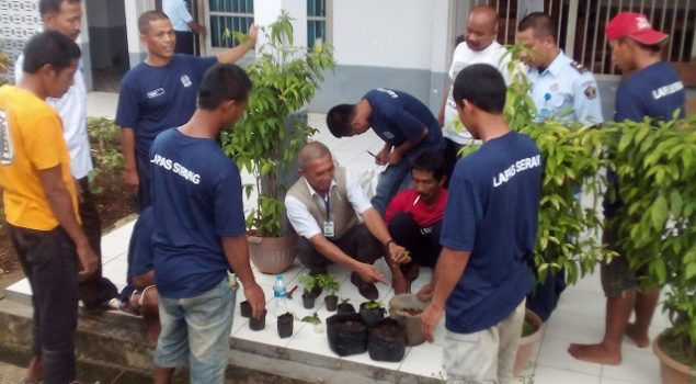 WBP Lapas Serang Belajar Membuat Pupuk Kompos Organik