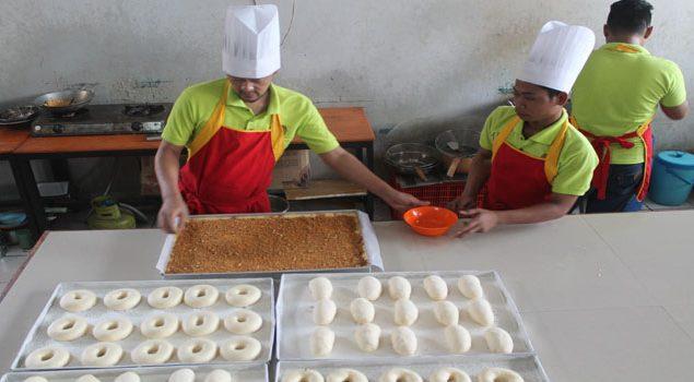 Geliat Pabrik Kue di Balik Jeruji Besi, Rutan Medaeng Siapkan Roti Limited Edition