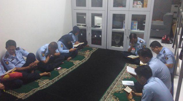 Petugas Rupbasan Jakarta Timur Rutin Tadarus Al Qur'an Selama Ramadan