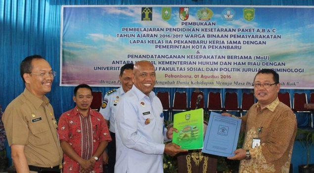 Berkat MoU, Pegawai Kanwil Riau Timba Ilmu di Univ. Islam Riau