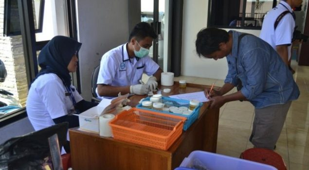 Perangi Narkoba, Bapas & BNNK Garut Tes Urin Klien