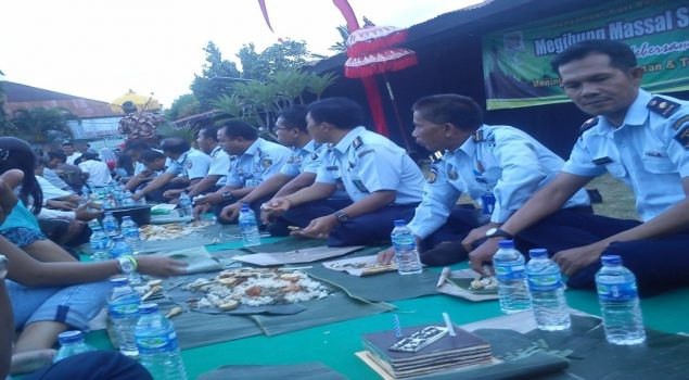 """Megibung"" Eratkan Kebersamaan WBP & Petugas Lapas Denpasar"