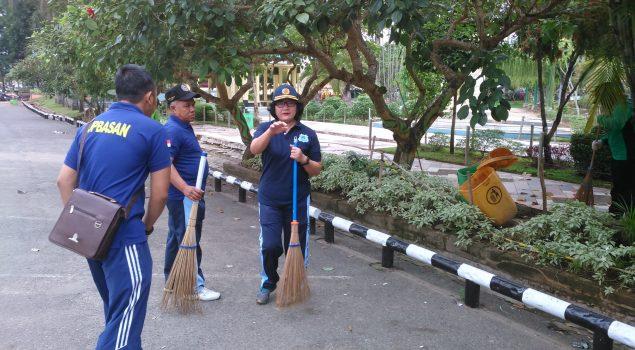 Kanwil Kalsel & UPT PAS Kerja Bhakti Bersihkan Lingkungan