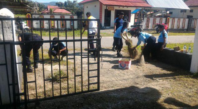 Petugas & Napi Asimilasi Kerja Bhakti Bersihkan Lingkungan