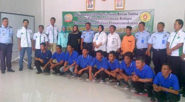 Warga Binaan Lapas Cilegon Ikut Program Penanaman 1 Juta Bibit Pohon Kelapa
