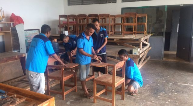 Kakanwil NTT Puji Bengkel Kayu Lapas Kupang