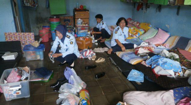 Puluhan Petugas Geledah Blok & Perpustakaan Lapas Perempuan Malang