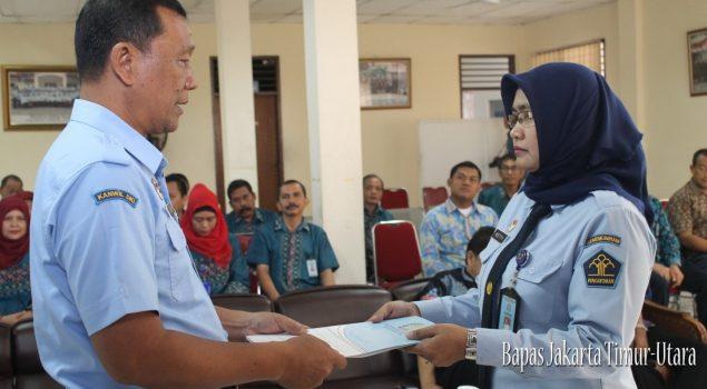 Ismono Serahkan Jabatan Kabapas Jakarta Timur-Utara Kepada Netty Saraswati